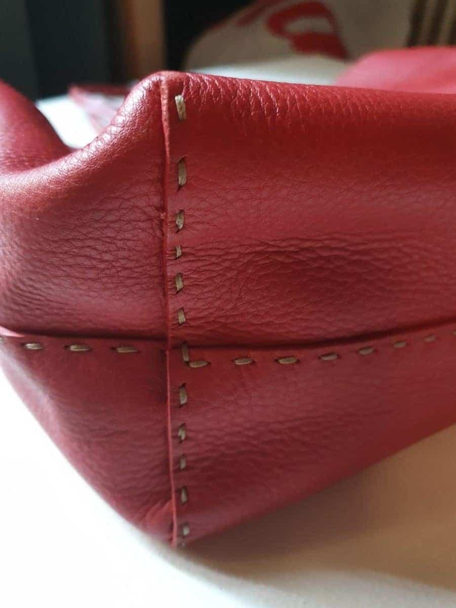FENDI sac cabas cuir grainé rouge piqûres Sellier