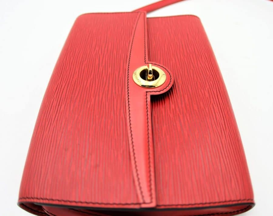 Pochette Louis Vuitton Cuir épi Rouge. Authentique occasion IconPrincess