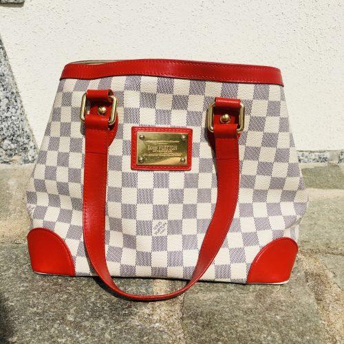Sac d'occasion authentique Louis Vuitton Hampstead à damier customisé rouge cerise en excellent état