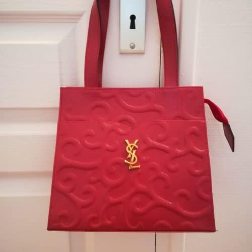 Yves Saint-Laurent Arabesque Cuir rouge embossé, état neuf. Iconprincess_icon princess