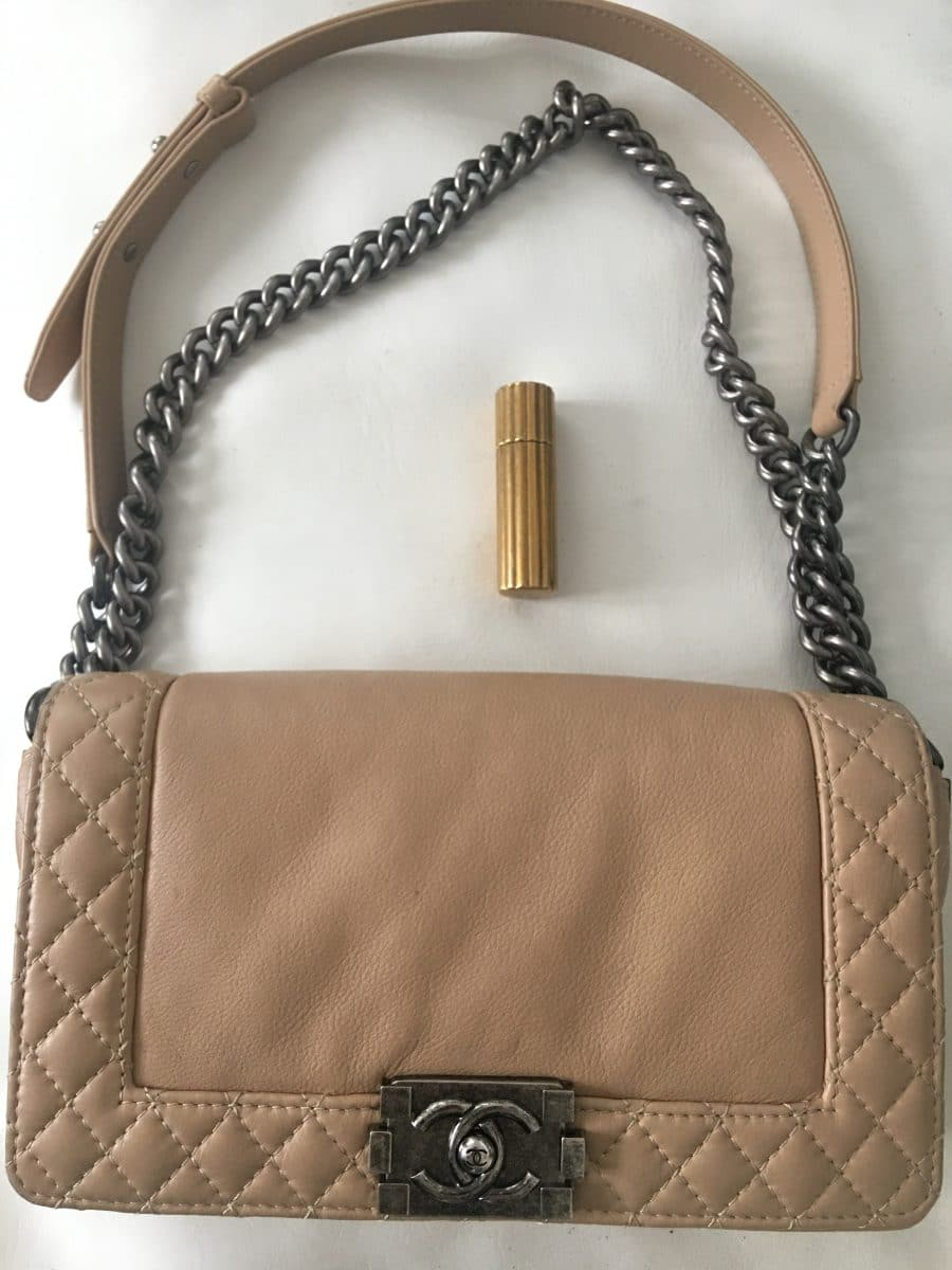Chanel Boy M taupe